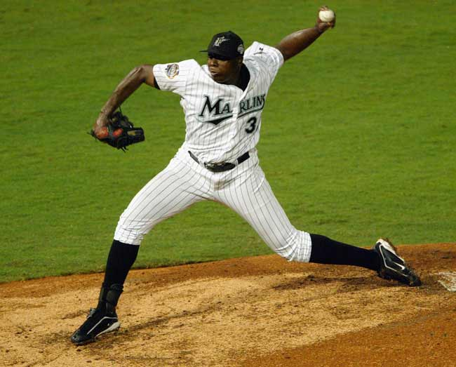 Dontrelle Willis wins the NL Rookie of the Year Award. The Marlins right-hander is the only player in either league named on every ballot.
