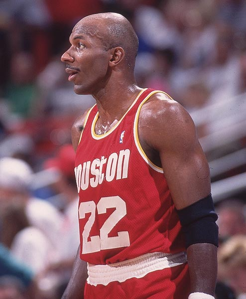 With a pair of free throws in the third quarter of Houston's 90-85 road win over the Lakers, Clyde Drexler became the 24th player in NBA history to reach 20,000 points.