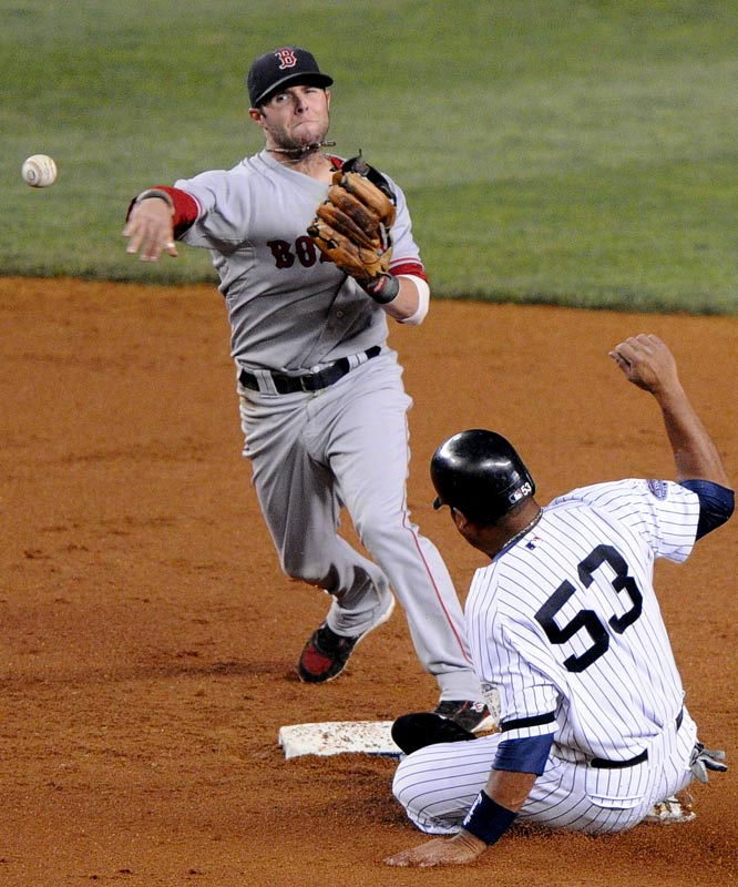 The 2007 AL Rookie of the Year led the league in runs (118), hits (213) and doubles (54), and he finished second with a .326 batting average. Pedroia also earned his first Gold Glove and led the Red Sox to a Wild Card win and eventually to the ALCS.
