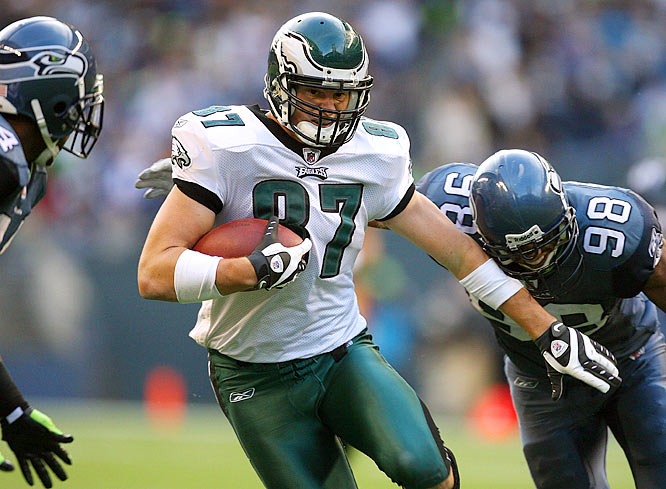 Brent Celek, playing because L.J. Smith was out with a concussion, set an Eagles record for yards receiving by a tight end in a regular-season game with 131 on six receptions. His previous career highs were three catches for 50 yards.