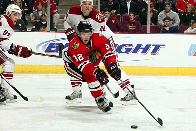 Swiped from Boston's farm system in exchange for Brandon Bochenski (last seen ordering everything behind the counter at a Krispy Kreme in Norfolk), Versteeg has emerged as an all-purpose threat for the Hawks. His speed and grit have seen him flitting between Chicago's top two lines, and he's earning time on both the power play and penalty kill. Lack of hype mitigates his Calder chances, but opportunity should keep him among the leading rookie scorers.