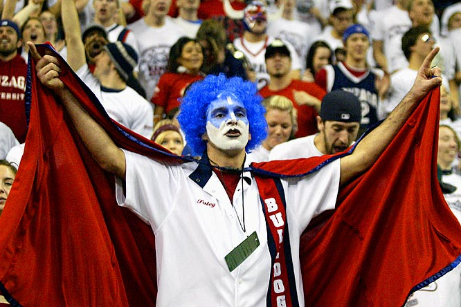It's still early in the college hoops season, but the Battle in Seattle warrants serious costumes.