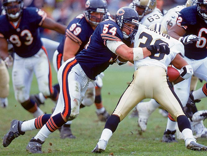 After a standout career at New Mexico, Brian Urlacher was selected with the ninth overall pick in the 2000 draft by the Bears. He made an impact right away, recording more than 15 tackles in two of his first three starts. The linebacker recorded eight sacks and two interceptions on the year to earn a Pro-Bowl invitation.