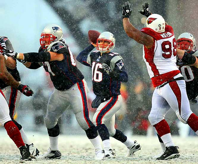 Despite snowy, freezing conditions at Foxboro, Cassell led the Patriots to nine scores in 10 possessions as New England obliterated the Cardinals 47-7. Cassel completed 20 of 36 passes for 345 yards and three touchdowns, a week after throwing for four touchdowns in a 49-26 win at Oakland.