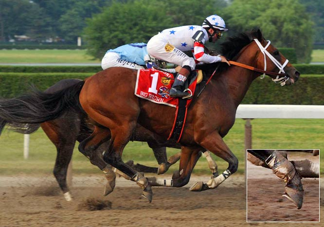 Triple Crown hopeful Big Brown raced with a loose shoe on his right hind hoof, but some experts say it had nothing to do with the horse's loss at Belmont.