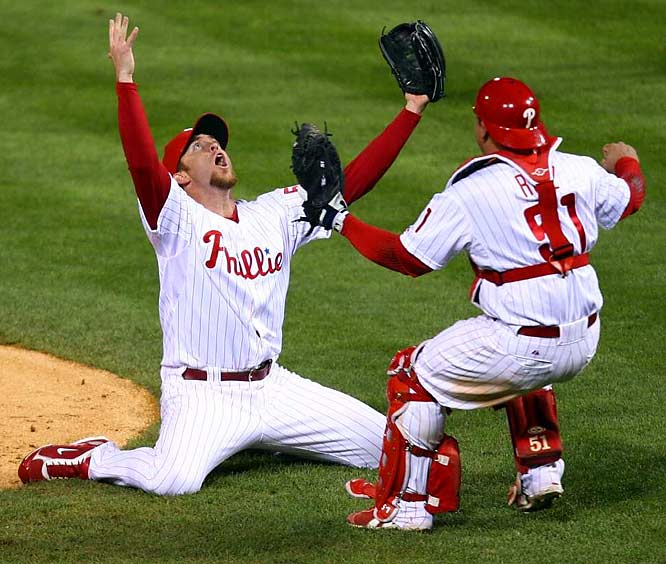 Lidge and catcher Ruiz celebrate the World Series-clinching victory in Philadelphia, the team's first title since 1980.