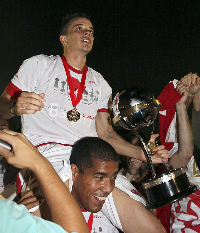 The Sudamericana may be South America's second-most prestigious trophy, but that doesn't detract from what Internacional has accomplished over the past three years. Its victory over Juan Sebastián Verón's Estudiantes de La Plata marked its fourth international trophy since summer of '06, joining its Copa Libertadores and Club World Cup crowns. No wonder the Los Angeles Galaxy reportedly launched a bid for star striker Andrés D'Alessandro (holding cup).