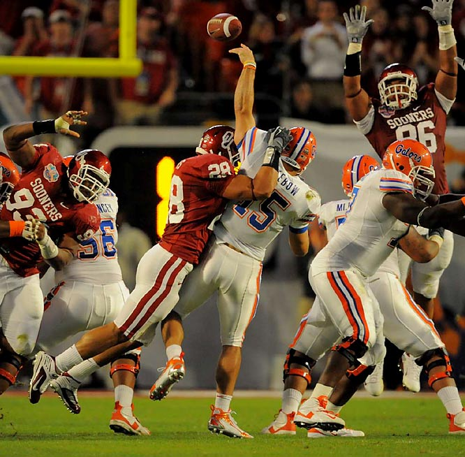 Oklahoma LB Travis Lewis gets to Florida QB Tim Tebow just a second too late.