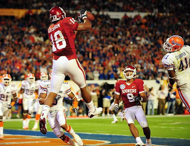 Oklahoma star tight end Jermaine Gresham ties the game up with this six-yard touchdown grab.