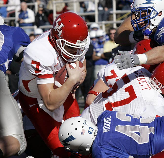 Houston earned its first bowl win since 1980 (snapping an eight-game postseason losing streak) and avenged a September loss to Air Force. Cougars QB Case Keenum ran for two scores and passed for 252 yards and a touchdown.