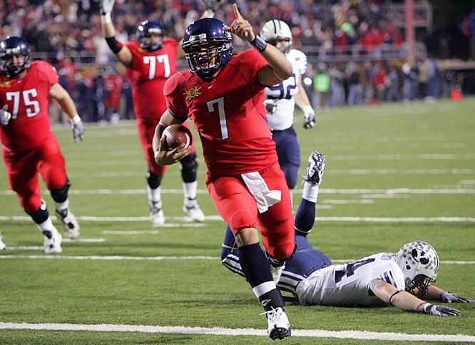 Playing in their first bowl game in a decade, the Wildcats knocked off the 10-win Cougars. QB Willie Tuitama finished off his Arizona career in style, passing for 325 yards and two touchdowns and running for a score.