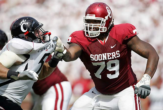 Eventual Heisman Trophy winner Sam Bradford enjoyed his first monster game of the season, passing for 395 yards and five touchdowns to two interceptions. Receiver Ryan Broyles set an Oklahoma freshman record with 141 receiving yards, while tight end Jermaine Gresham had a pair of touchdown grabs.