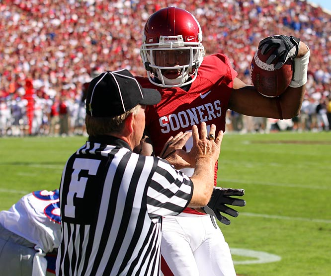 One week after Oklahoma's first loss of the season, Sam Bradford came out as a man on a mission. The sophomore signal-caller passed for an OU-record 468 yards and threw touchdown passes to three Sooners. Although wideout Juaquin Iglesias didn't score, he did catch 12 passes for 191 yards.