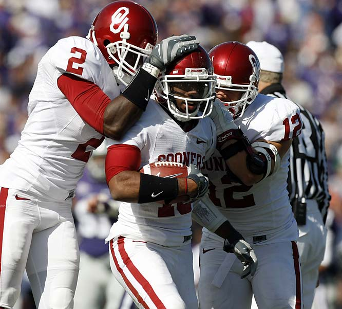 Ryan Broyles (center) put the finishing touches on the highest scoring first half in school history (55 points) with a 68-yard punt return touchdown just before halftime. Chris Brown and DeMarco Murray combined for 246 rushing yards and five total touchdowns. Although the Sooners were in control for most of the day, they still gave up 478 passing yards to Kansas State QB Josh Freeman.