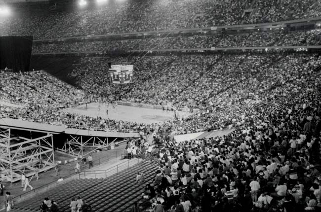 The Detroit Pistons draw a then-NBA regular season record crowd of 61,983 fans to the Pontiac Silverdome to watch the Pistons down the Celtics, 125-108.