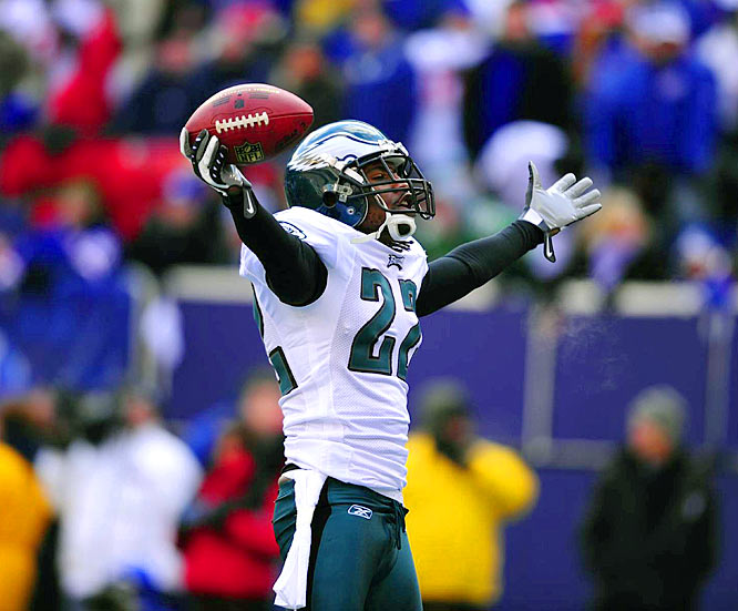 Down 3-0 midway through the first quarter, Eagles cornerback Asante Samuel picked off Eli Manning at the Giants' 27 and came within two yards of returning it for a touchdown.