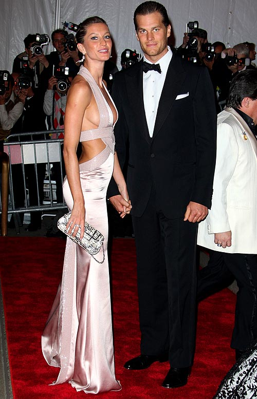 Well, it's official. Tom Brady and Gisele are finally engaged. After rumors flew (and were denied) that the Patriots quarterback proposed to the super model before Christmas, he actually popped the question last week. It's amazing. Even when he's not playing, Brady finds a way to win this time of year.