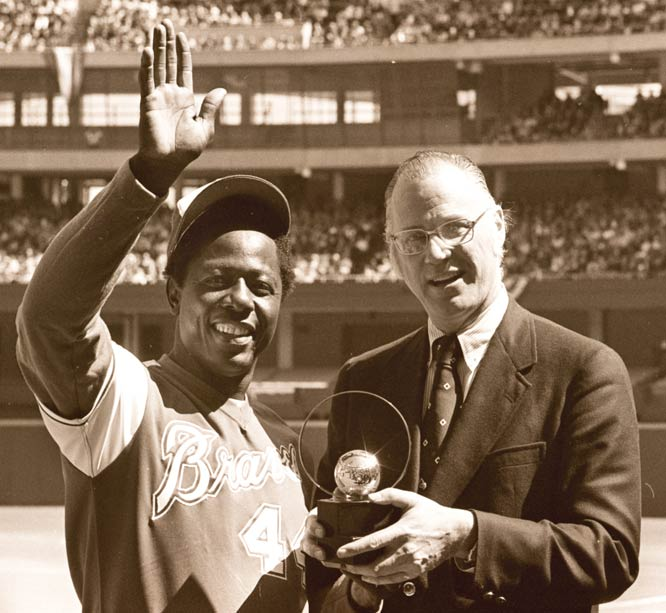 Former National League attorney Bowie Kuhn (pictured here in 1974 with Hank Aaron) is named baseball commissioner by the major league owners.