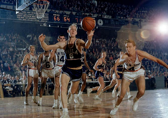 New York's Carl Braun (No. 4) and Philadelphia's Neil Johnston chase down a loose ball.