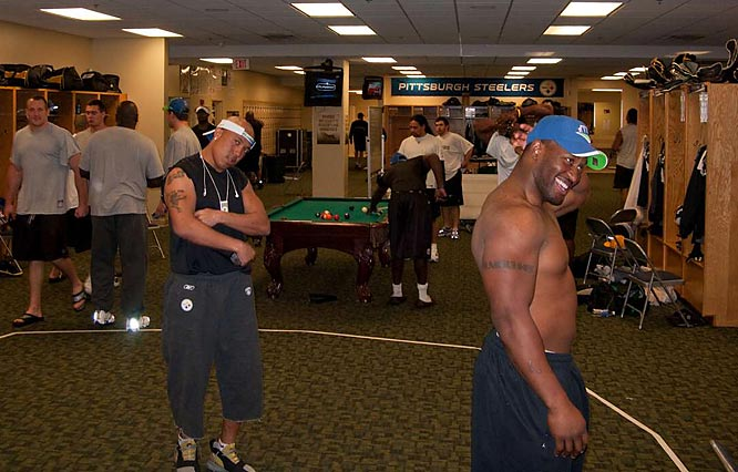 Hines Ward (left) and James Harrison pose for the camera.