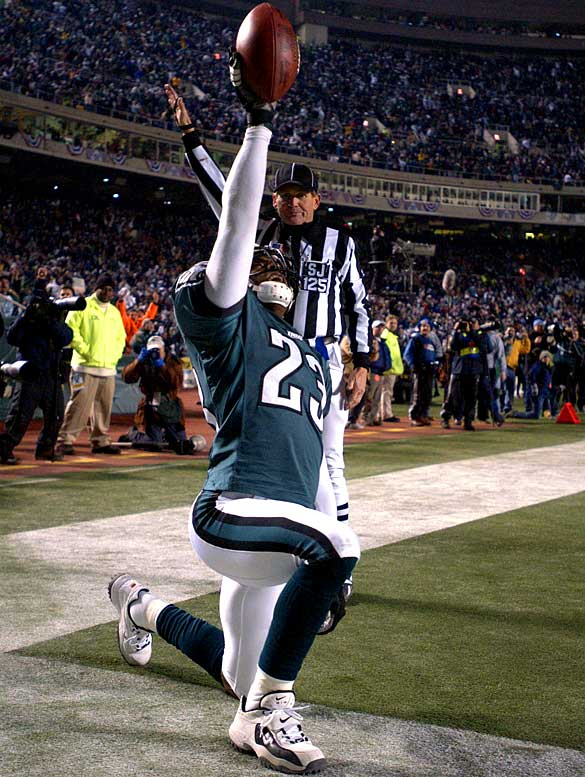 The all-purpose cornerback/safety patrolled the backfield of one of the NFC's best defenses for eight seasons.  He was both an impressive tackler and pass defender, accumulating a notable 28 interceptions and 519 tackles during his Eagles career -- enough to earn him five straight Pro Bowl selections from 1998 to 2003.