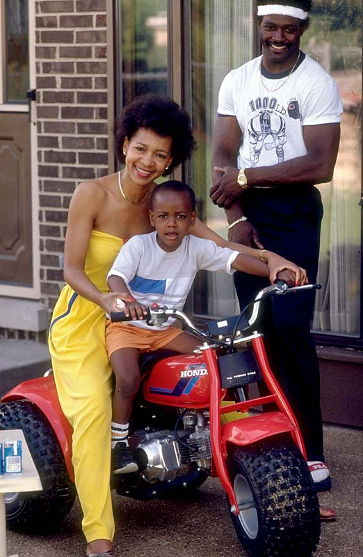 Shown here with his wife, Connie, and son, Jarrett, in 1984, Payton was an outspoken advocate for organ donation. In fact, the Walter and Connie Payton Foundation continues to fight for the cause today.