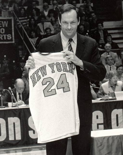 The New York Knicks retire Bill Bradley's No. 24 jersey at Madison Square Garden.