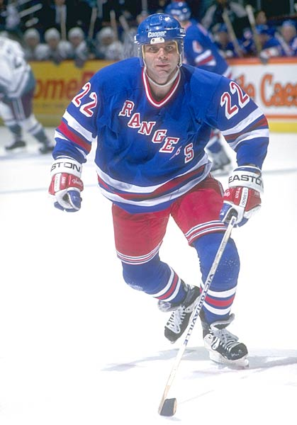 New York Rangers forward Mike Gartner ties an NHL record when he reaches the 30-goal mark for the 13th straight season. Only Bobby Hull and Phil Esposito had accomplished the feat.