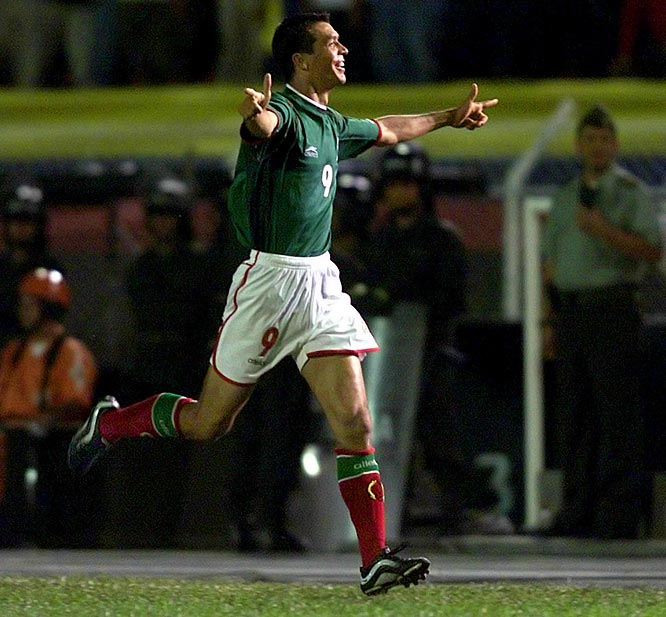 Everything was set up for a historic and monumental upset. A perfect U.S. was on top of the standings while Mexico had lost two in a row. A change at the top was all El Tri needed, however, as new coach Javier Aguirre tinkered with the lineup, including calling in fan favorite Alberto García Aspe. And it paid off: The midfielder sent a free-kick in to Jared Borgetti (pictured), who buried it past Kasey Keller for the only goal Mexico would need. The Azteca streak stayed alive and Mexico regained its swagger on the road to the '02 World Cup.