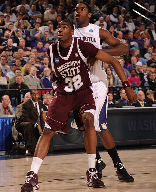 Fourth-seeded Washington took advantage of early foul trouble to Mississippi State's menacing Jarvis Varnado (32) to race past the 13th-seeded Bulldogs.