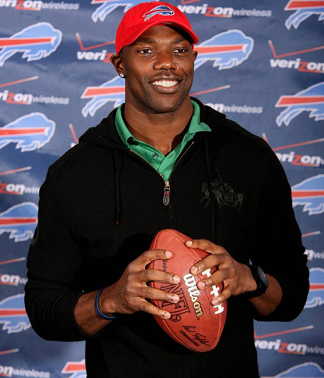 The Buffalo Bills decided to take a chance on the talented but high-maintenance receiver, signing Owens to a $6.5 million, one-year deal on March 7, 2009.