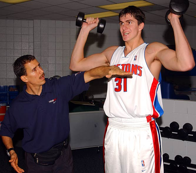 Detroit strength coach Arnie Kander works out with Darko Milicic.