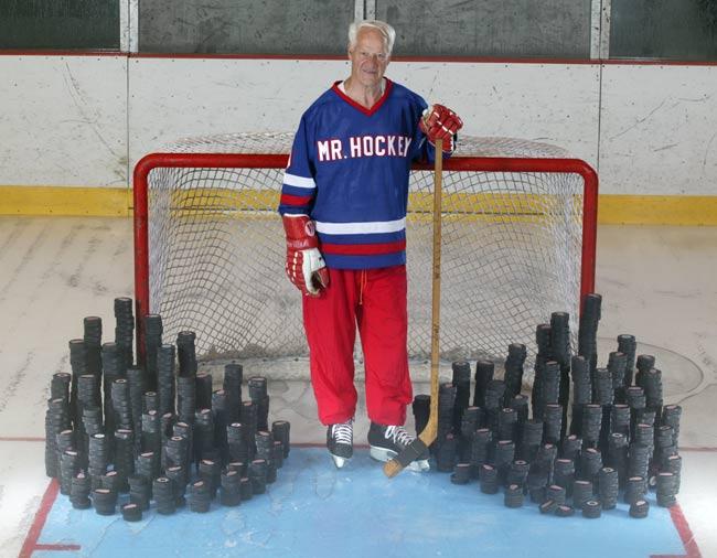 NHL great Gordie Howe (pictured here in 2005) retires after 26 seasons.