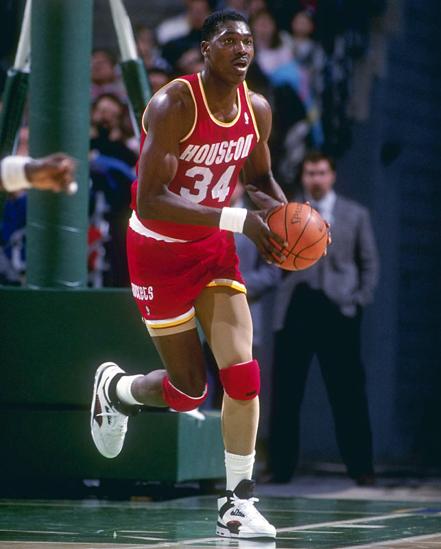Houston's Hakeem Olajuwon joins Kareem Abdul-Jabbar and Wilt Chamberlain as the only players in NBA history with at least 24,000 points, 12,000 rebounds and 2,500 assists.