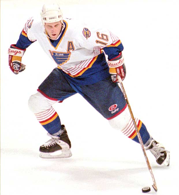 St. Louis' Brett Hull becomes the third NHL player to score 80 goals in a season.