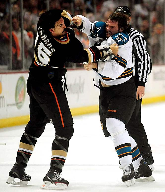 The Ducks' George Parros and Sharks' Douglas Murray had their series' first fight in the final moments of the first period of Game 3, with Murray holding his own against the Ducks' enforcer.