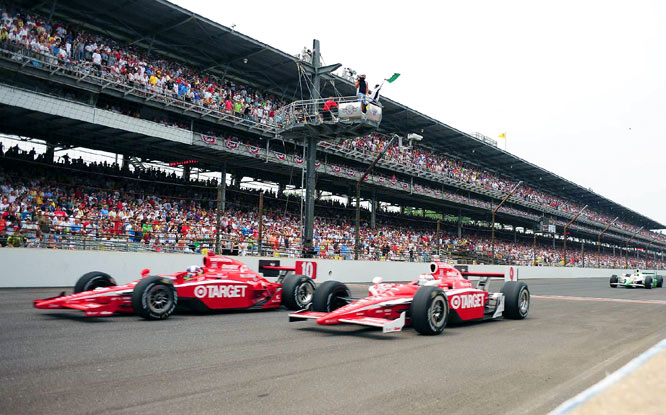Teammates Dario Franchitti (10) and Scott Dixon sported nearly identical cars, but neither driver cracked the top five. Dixon finished sixth, and Franchitti seventh.