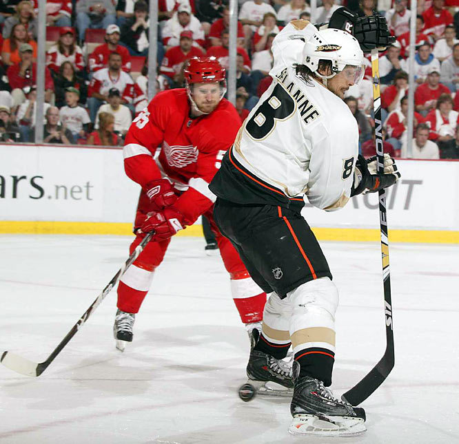 Ducks right winger Teemu Selanne (8) deflects the puck in Game 2 in Detroit. The Ducks went on to beat the Red Wings 4-3 in three overtimes behind a 59-save effort from goalie Jonas Hiller.