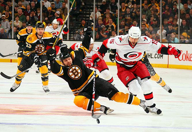 Tuomo Ruutu moves the puck around a falling Mark Stuart during Game 2.