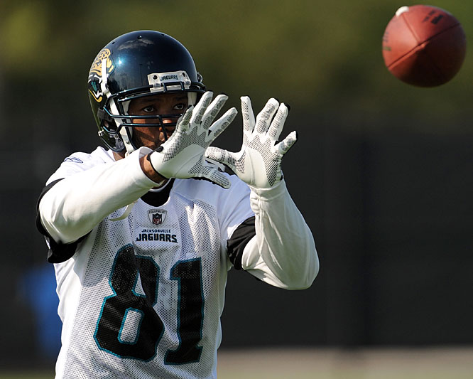 """During the wide receiver's first news conference in Jacksonville, the media were introduced not only to Holt but also to his disturbingly mangled middle finger. """"This is what I got out of the game, a crooked finger"""" said Holt, who injured the digit last year and doesn't plan to fix it. """"It scares little kids, too."""""""