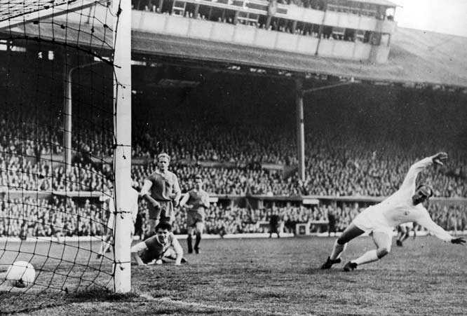 Real earned an unprecedented fifth straight European Cup in the highest-scoring final in competition history. A crowd of 135,000 at Glasgow's Hampden Park witnessed Ferenc Puskás pump in four goals for the Spaniards with di Stéfano (far right) chipping in three. They remain the lone players to notch a hat trick in a European Cup or Champions League final.