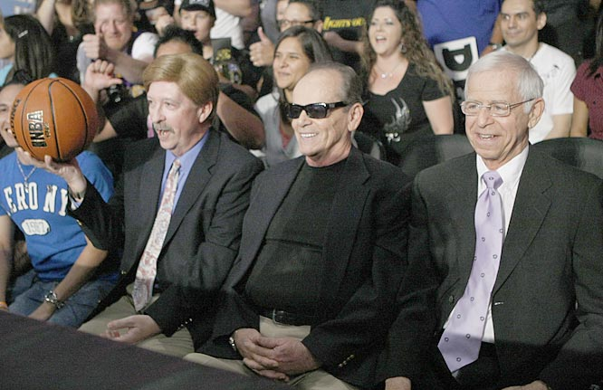 McMahon invited Los Angeles owner Jerry Buss (left), Lakers fan Jack Nicholson and NBA Commissioner David Stern to the event. They were unable to appear, but these look-alikes appeared in their place.