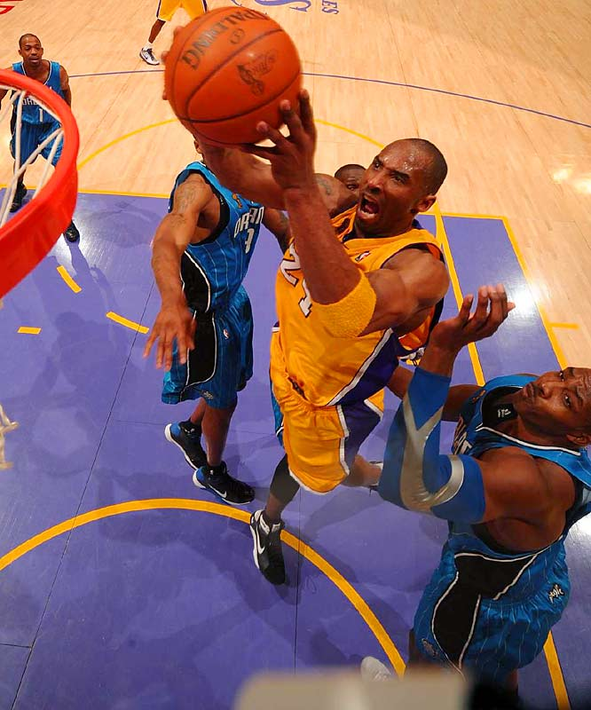 Kobe scored 40 points and the Lakers pulled away for a 100-75 victory against the Magic in the series opener.