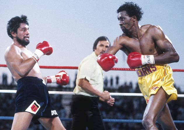 Thomas Hearns knocks out Roberto Duran in the second round to retain the WBC light middleweight title. This marks the first time Duran has ever lost a fight by knockout.