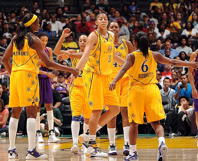 Seven weeks after giving birth to her first daughter in 2009, Candace Parker returned to action for the Los Angeles Sparks.