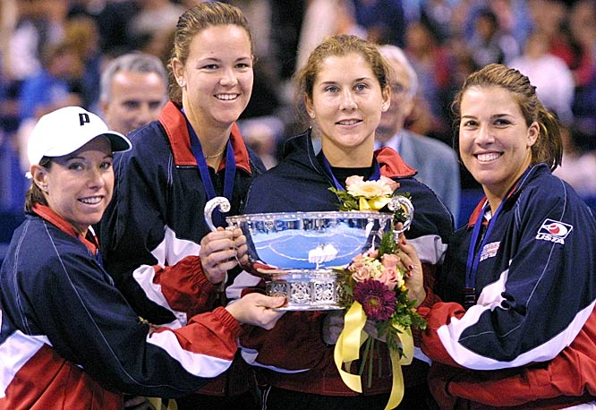Seles became a U.S. citizen in 1994 and helped the United States win three Fed Cup titles (including in 2000 with Lisa Raymond, Lindsay Davenport and Jennifer Capriati). She also won a bronze medal at the 2000 Summer Olympics.