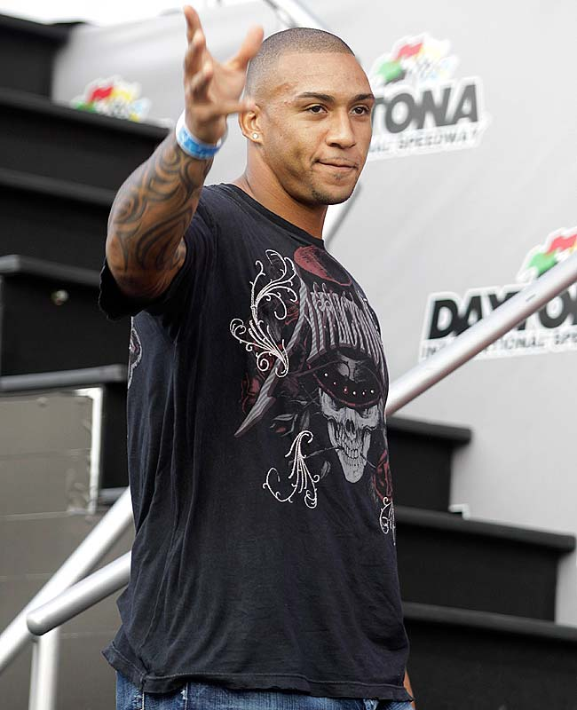 Tampa Bay tight end Kellen Winslow waves during driver introductions.