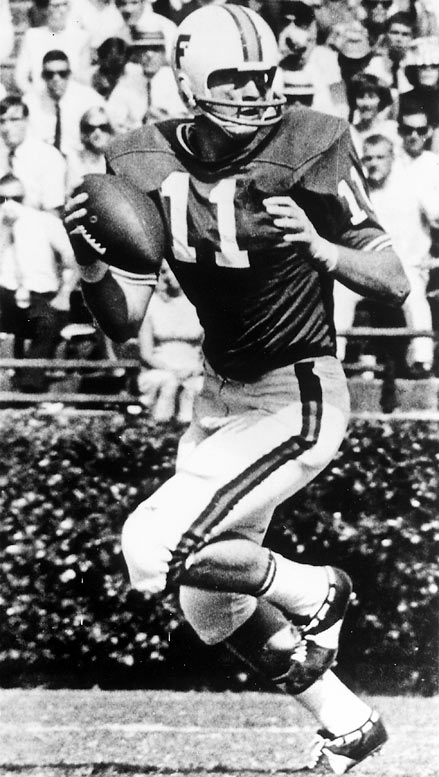 With 2:12 remaining and the score tied at 27, Spurrier nailed a game-winning, 40-yard field goal against Auburn, which clinched the Heisman Trophy. Spurrier also completed 27-of-40 passes for 259 yards and a touchdown and ran for another score as Florida improved to 7-0.