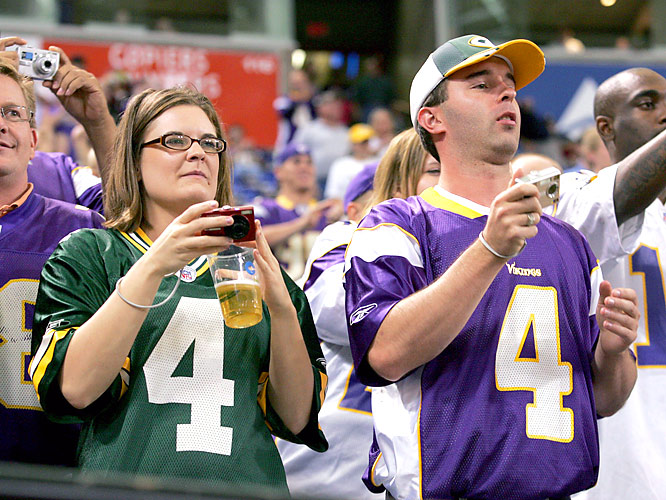 Packers and Vikings fans alike had little trouble supporting Old No. 4, despite the long history of bad blood between the Green Bay and Minnesota franchises.