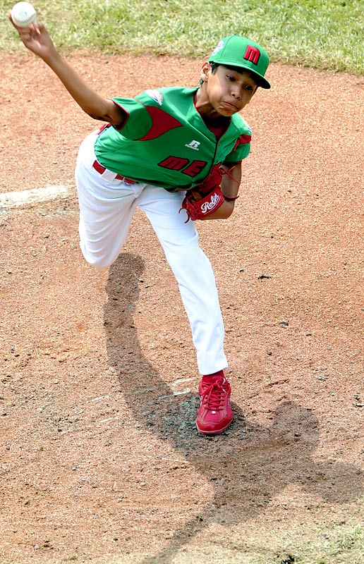 Oscar Noguera notched the victory in Mexico's 13-0 shutout of Ramstein, Germany, on Monday.